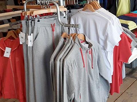 De grootste spijkerbroekencollectie van het eiland Schouwen-Duiveland